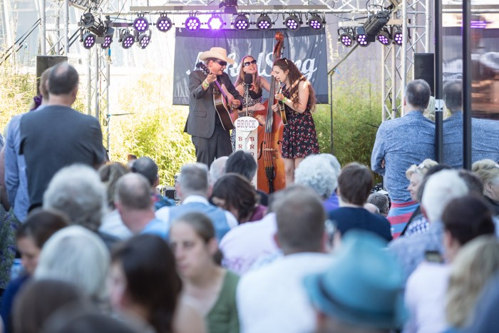 brock en de borckettes op naked song festival foto eric v nieuwland 162627