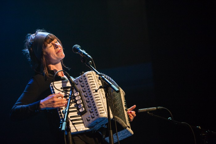 wendy mcneill op naked song festival foto eric v nieuwland 170843